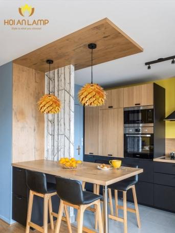 Đèn gỗ ấm áp cho không gian bếp
